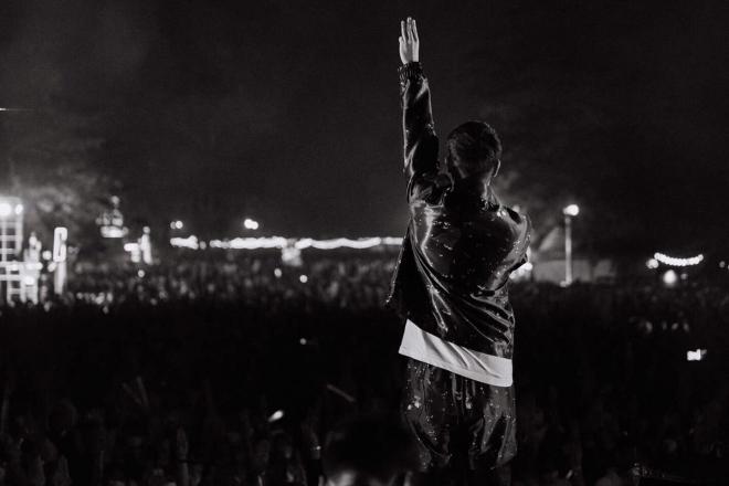 "Thailand's largest music festival was shut down amid overcrowding & ""coronavirus concerns"""