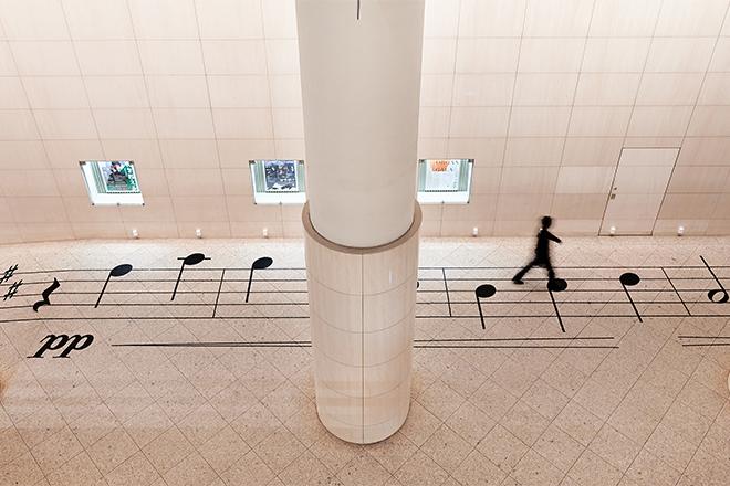 NOSIGNER created an oversized music sheet for DESIGNART TOKYO 2020