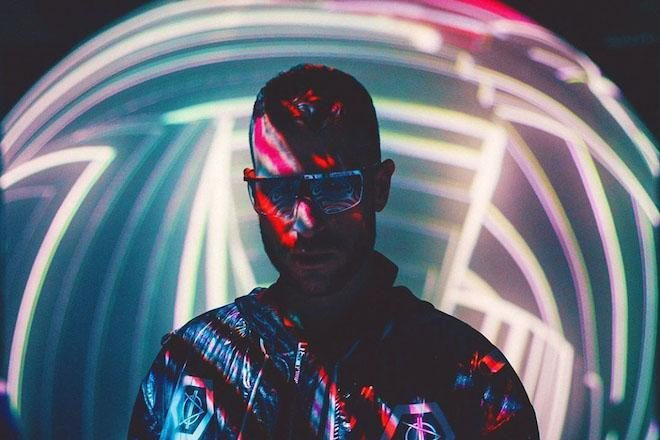 Don Diablo gets up close and personal with his Chinese fans
